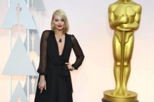 epa04633423 Margot Robbie arrives for the 87th annual Academy Awards ceremony at the Dolby Theatre in Hollywood, California, USA, 22 February 2015. The Oscars are presented for outstanding individual or collective efforts in 24 categories in filmmaking.  EPA/MIKE NELSON