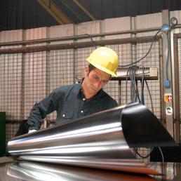 pmi-industria-produzione-operaio-258x258
