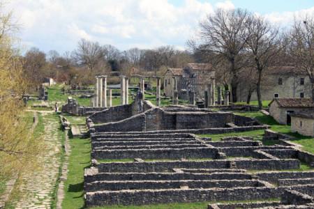 1272307271225_Il_sito_archeologico_di_Sepino_Altilia