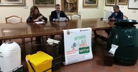 Rifiuti, dal centro di Assisi spariscono i cassonetti: parte la raccolta personalizzata